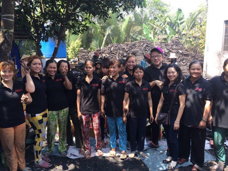 Ngoài ra, chúng tôi đã có một chi nhánh tại Việt Nam